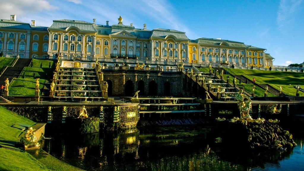 В Петергофе отреставрируют сразу два дворца за 73,2 млн рублей