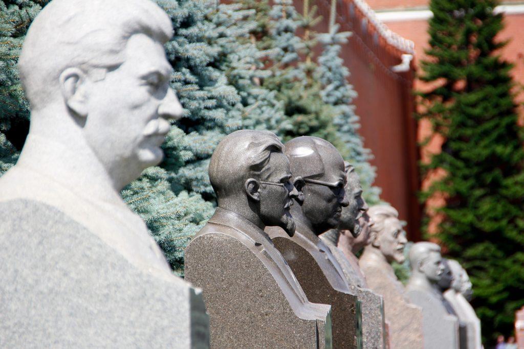 Памятники Сталину установлены во Франции и Китае. Фото: Pixabay.com