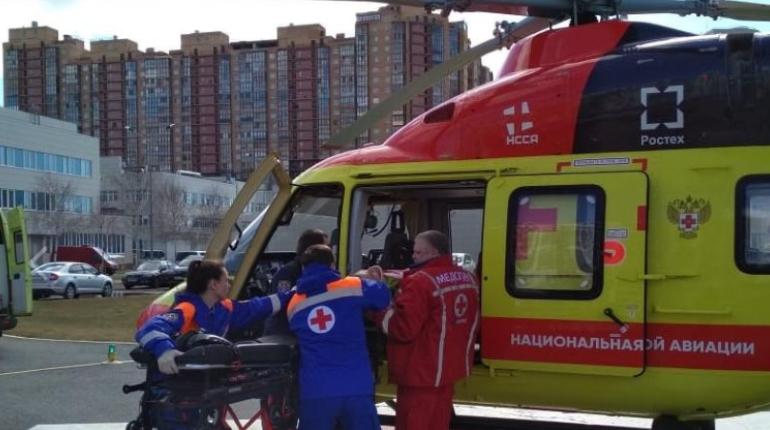 Пациента будут лечить в Петербурге. Фото: Национальная служба санитарной авиации