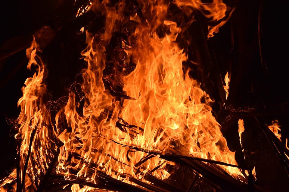 Автомобиль полностью сгорел. Фото: Рixabay