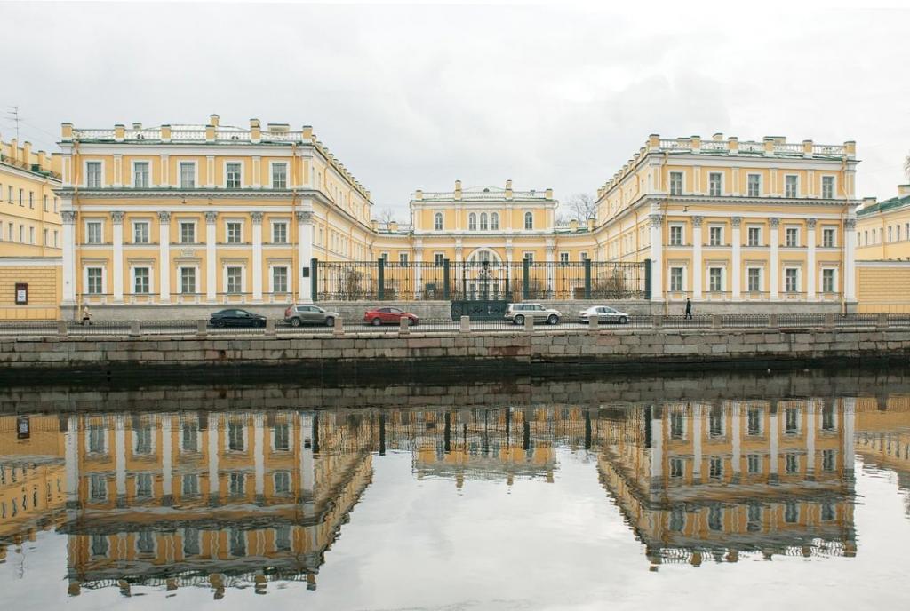 Депутаты Петербурга попросят Госдуму не разрешать иностранцам работать гидами