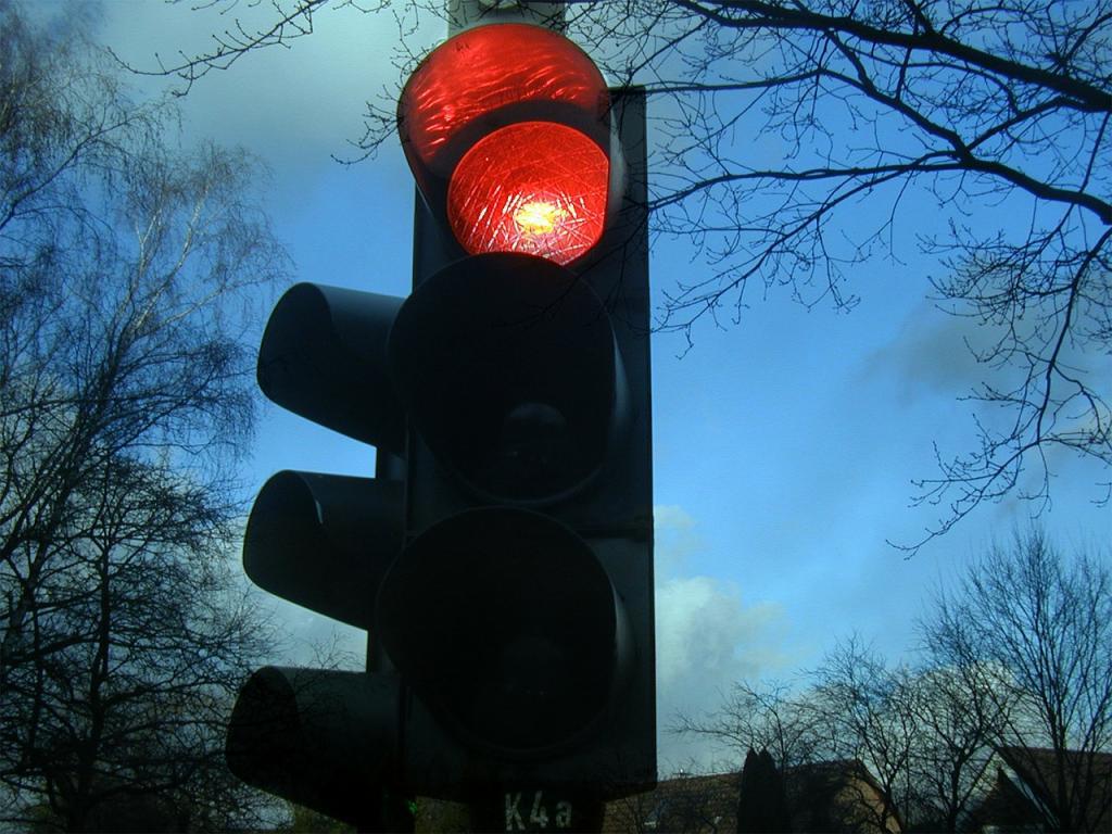Работы по строительству светофоров до 10 мая ограничат движение транспорта еще на 4 участках. Фото: https://pixabay.com