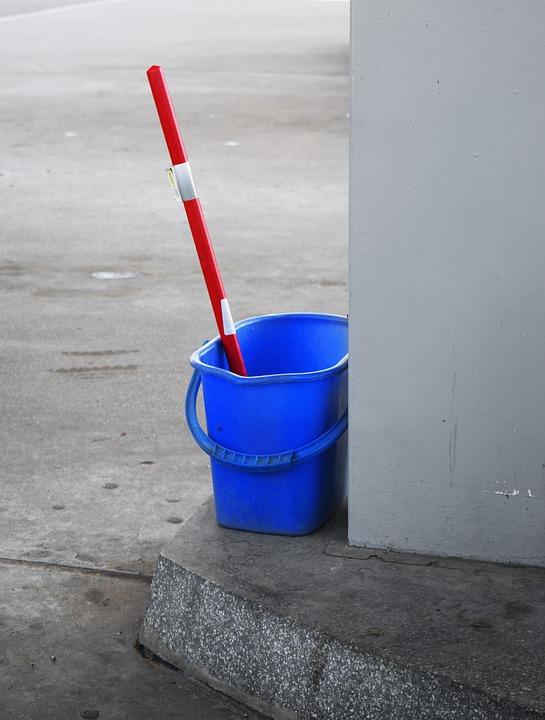 Жители и коммунальщики Петербурга не уверены, что работы по уборке города выполнены на половину. Фото: pixabay.com
