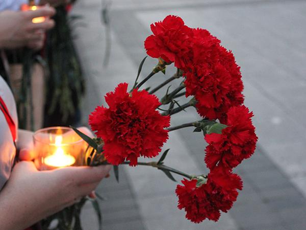 В Петербурге почтили память пожарных, погибших при пожаре в гостинице «Ленинград» 30 лет назад