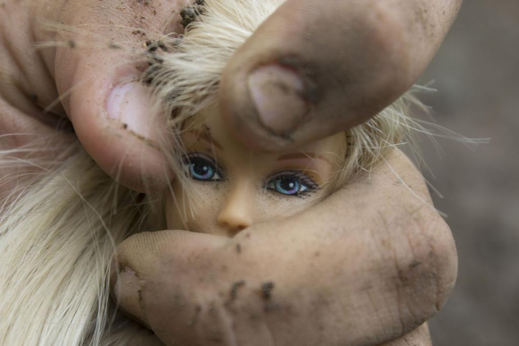 Десятилетняя петербурженка месяц терпела надругательства знакомого матери