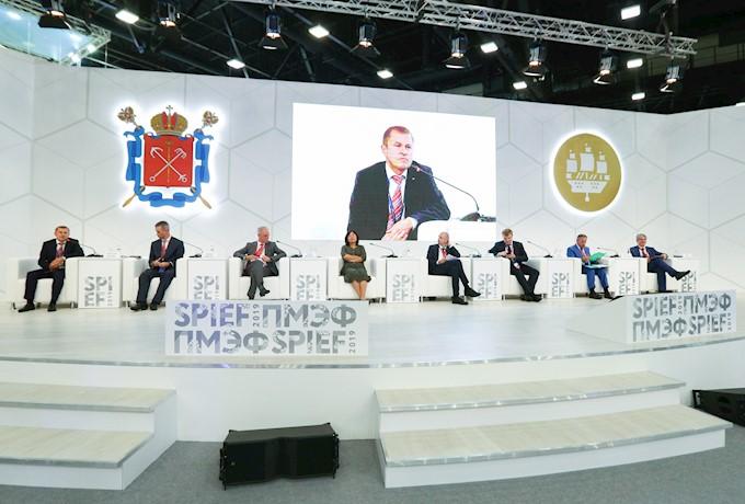 """Беглов подписал соглашение с """"Газпром-Нефть"""". Фото: forumspb.com"""