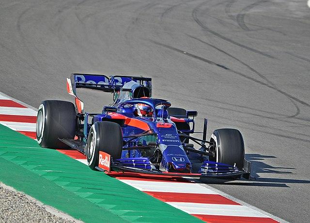 Российский гонщик Даниил Квят занял десятое место в Гран-при 70-летия «Формулы-1»