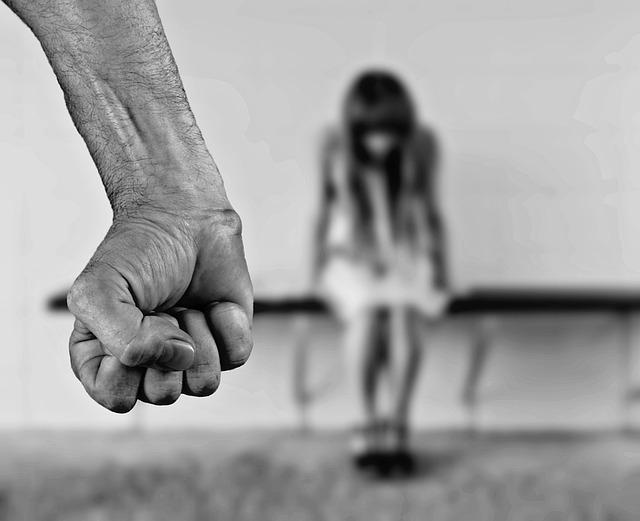 На Ленской задержали 37-летнего мужчину за интим со школьницей