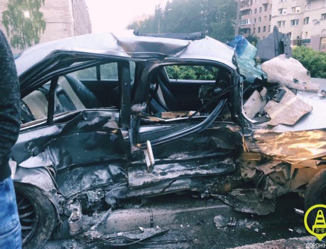 Ford смял BMW на Науки, пострадал пассажир
