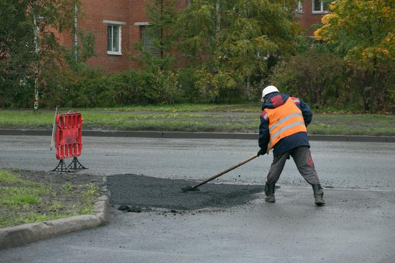 В Петербурге запретили останавливать работы по благоустройству территории