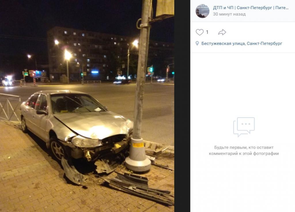 Пьяный водитель влетел в столб в Калининском районе