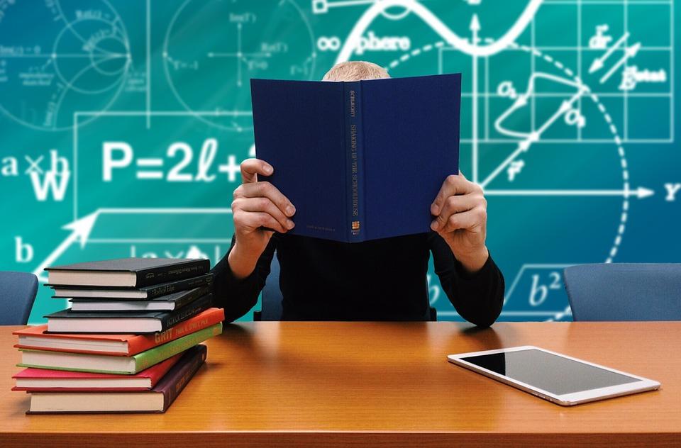 Студентам СПбГУ с плохими оценками дадут шанс задержаться в вузе