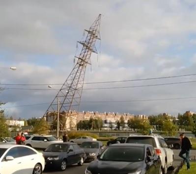 У «Лахта Центра» рухнула опора ЛЭП