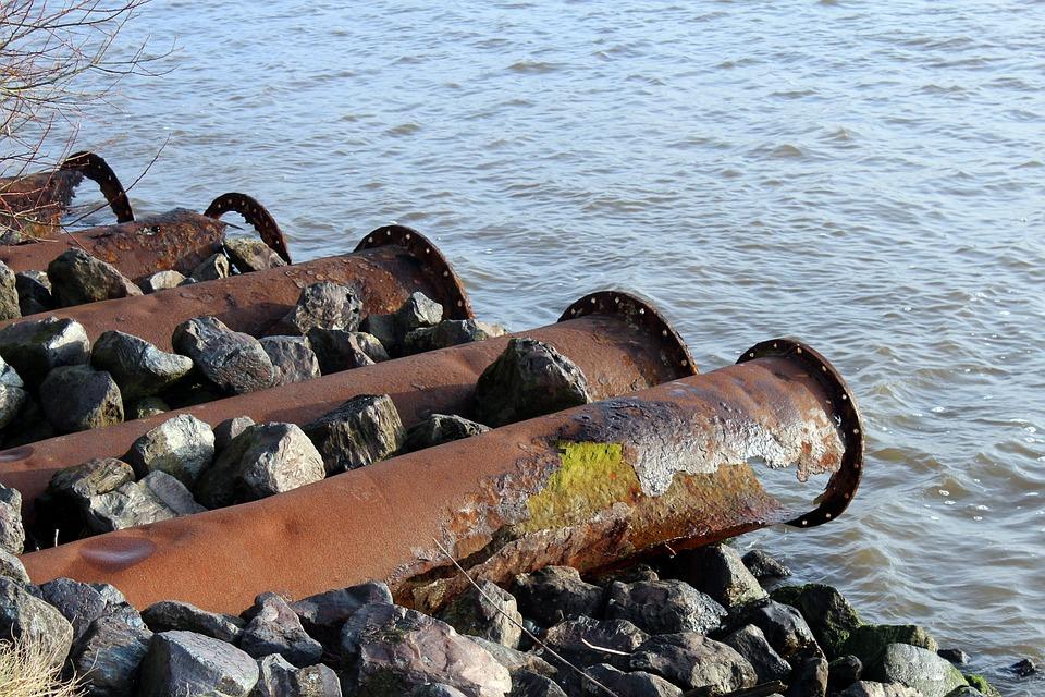 В сточных водах «Проминкома» нашли превышение меди и фенола
