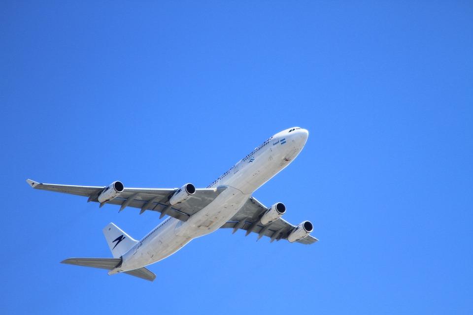 Стало известно, почему самолет из Мурманска вернулся в Пулково
