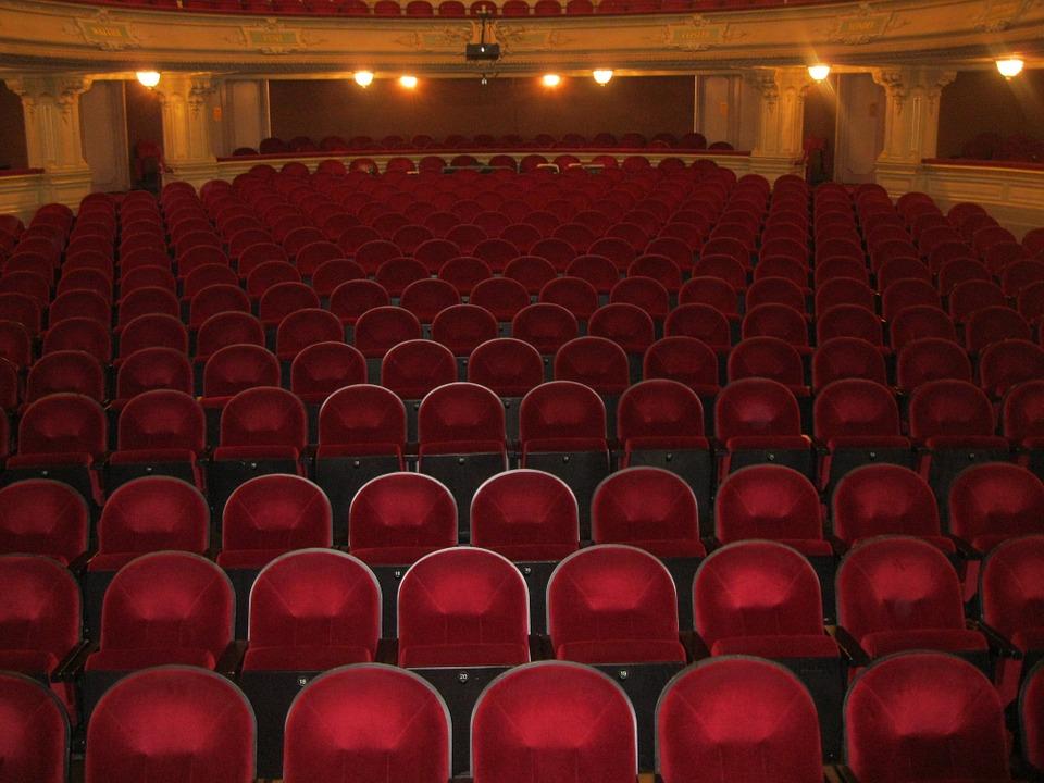 Театры Петербурга могут начать проводить спектакли уже в сентябре