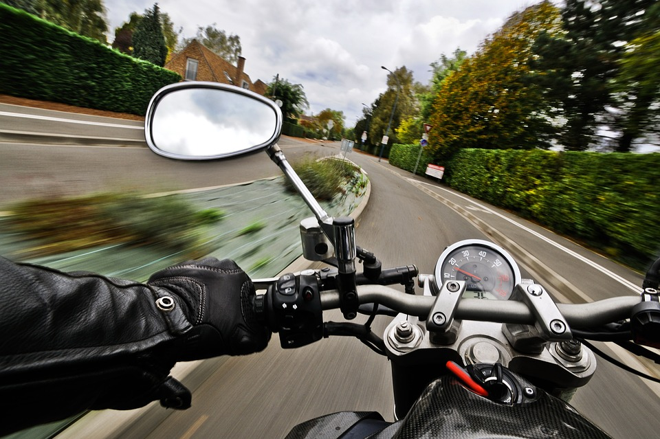 На улице Летчика Паршина ДТП: пострадал мотоциклист