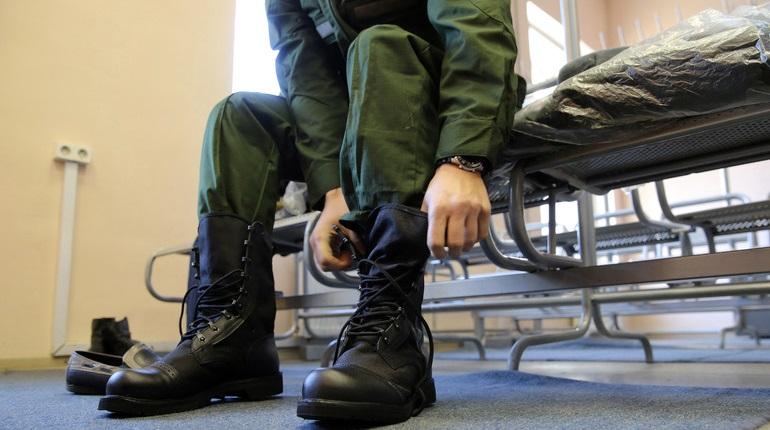 Молодого солдата заподозрили в изнасиловании маленькой девочки в Петербурге