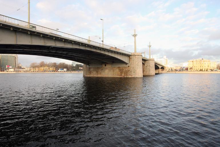 На Кантемировском мосту введут ограничения движения до 10 октября