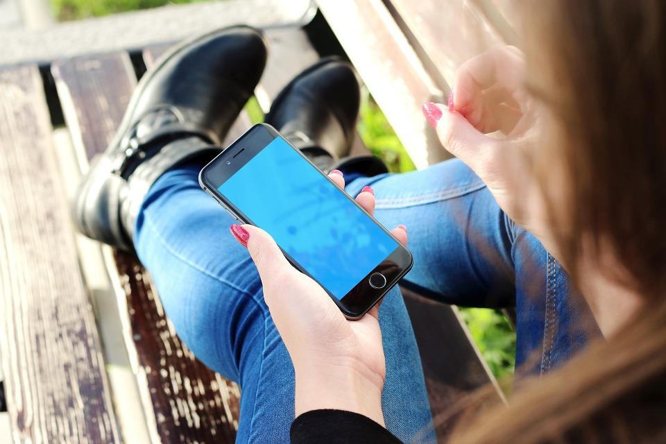Смартфоны вызывают у детей депрессию и проблемы с самооценкой