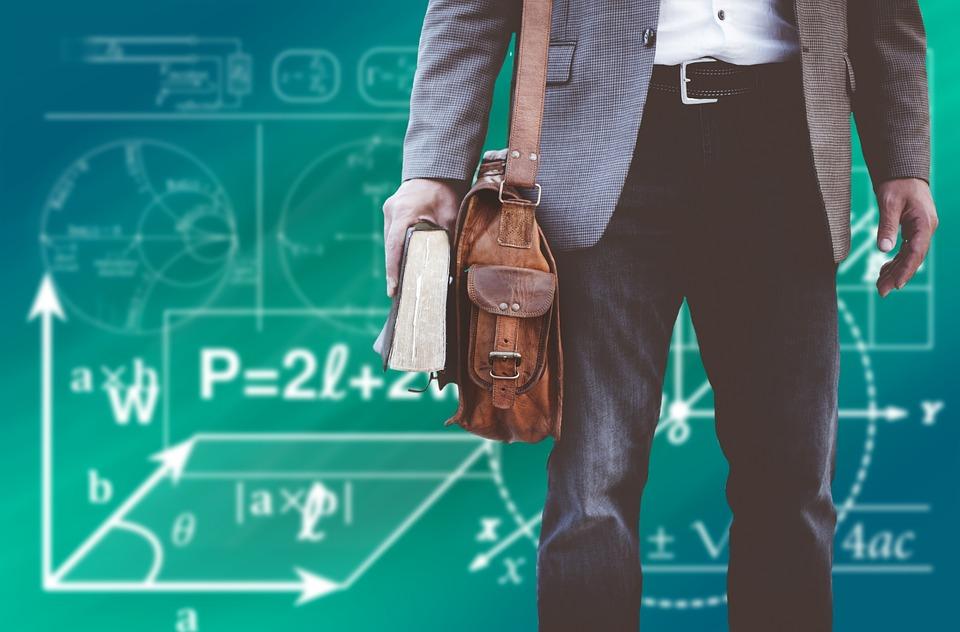 В Петербурге 90% педагогов уже получили единовременные выплаты
