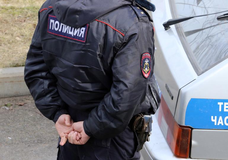 Полиция начала задерживать петербуржцев на митинге «Стоп тариф»
