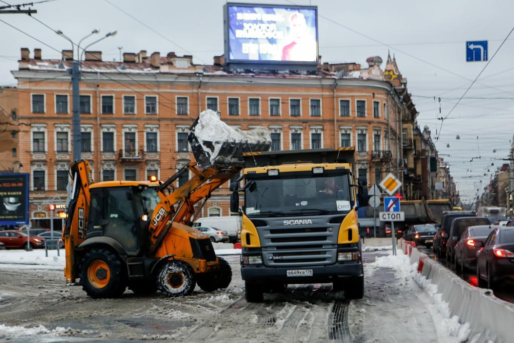 С улиц Петербурга собрали более 200 тысяч кубометров снега