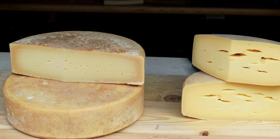 Именинник пытался провезти 211 кг сыра из Финляндии на день рождения