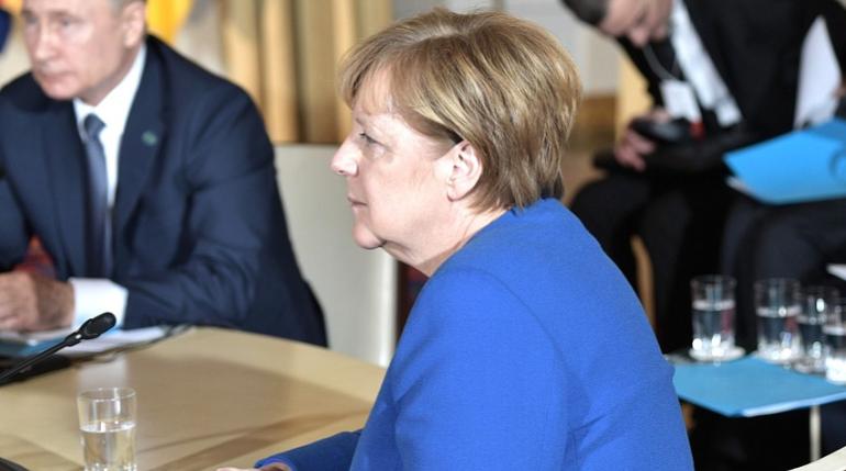 Меркель заявила о начале третьей волны коронавируса в Германии