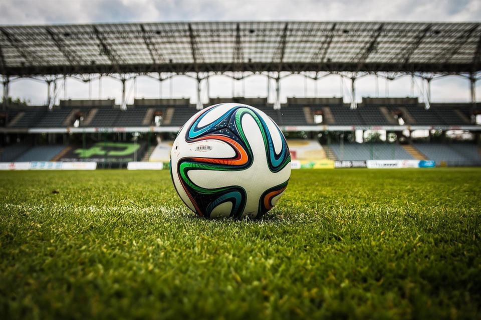 Сборная России по футболу проводит первую тренировку после прибытия в Петербург на Евро