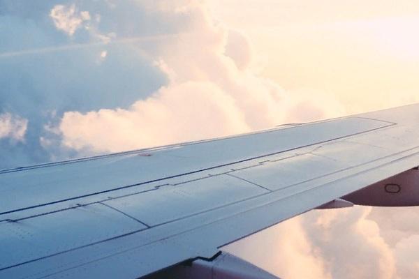 В Индии 16 человек погибли при жесткой посадке самолета