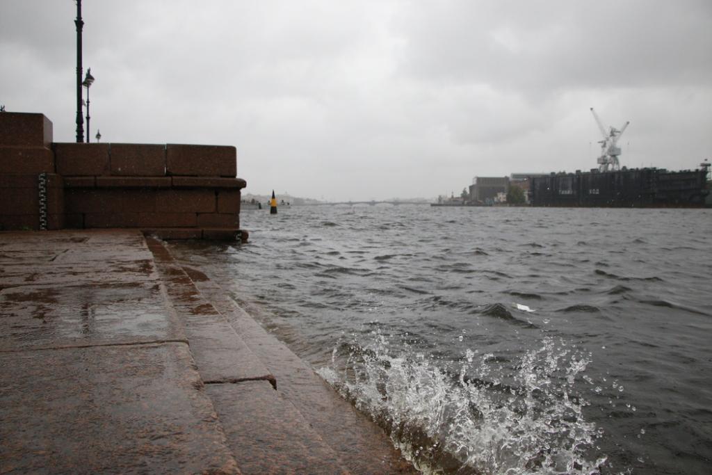 На Петербург надвигается штормовой ветер, есть угроза наводнения