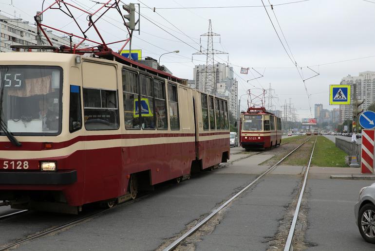 На Синопской набережной мужчина попал под трамвай