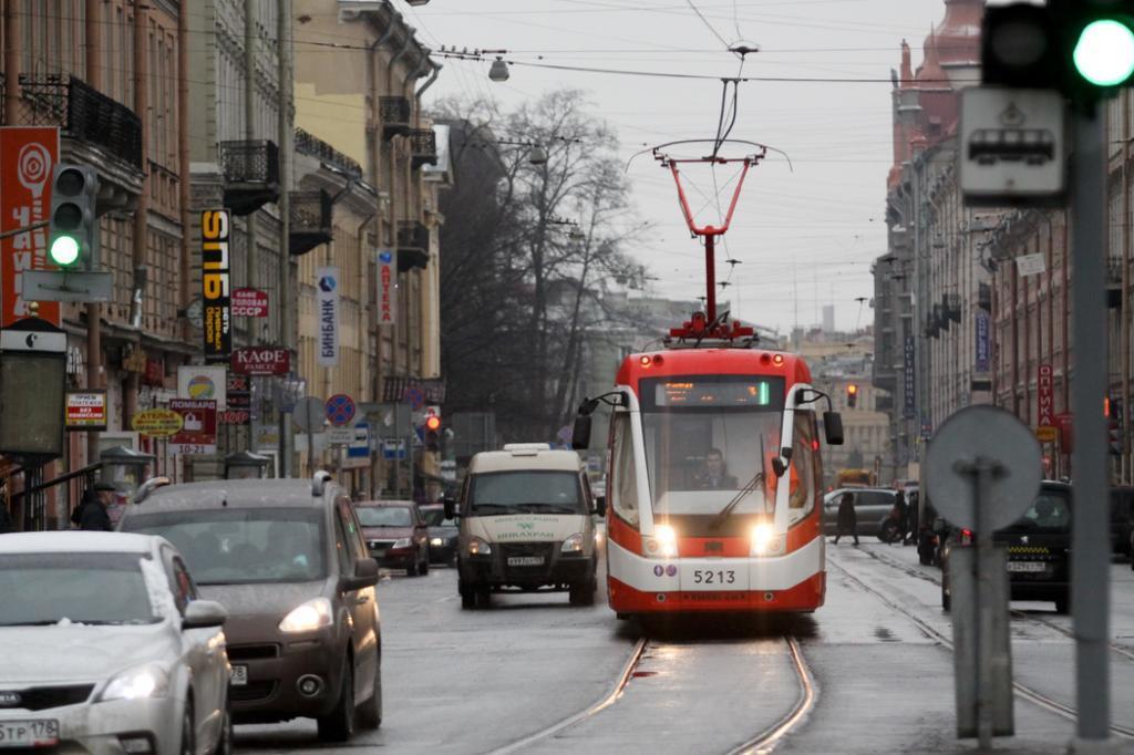 Маршруты трамваев и автобусов изменятся из-за ремонтных работ на Среднеохтинском проспекте