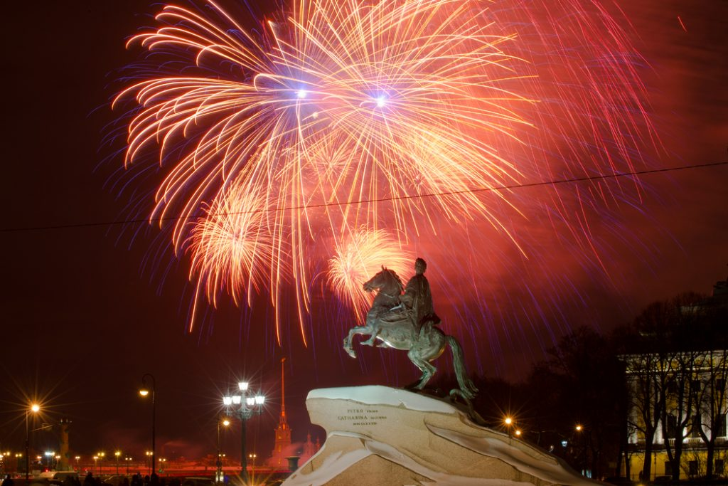 Годовщину снятия блокады Ленинграда отметят салютами в Петербурге