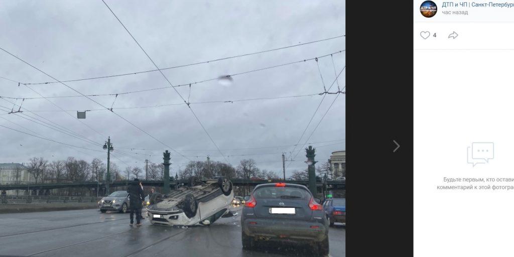 В ДТП с перевернутой иномаркой на Ушаковском мосту пострадал грудной ребенок