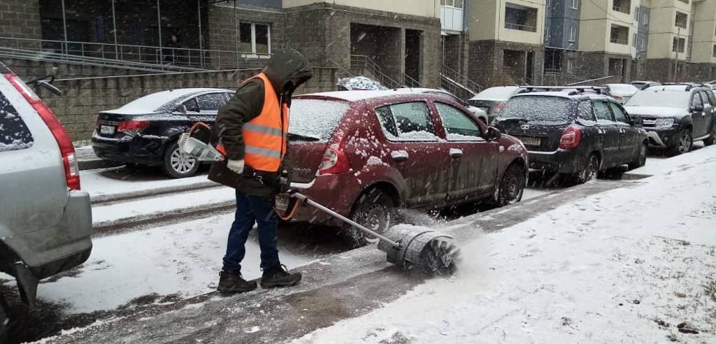 На вывоз снега петербургским коммунальщикам нужно 16 дней