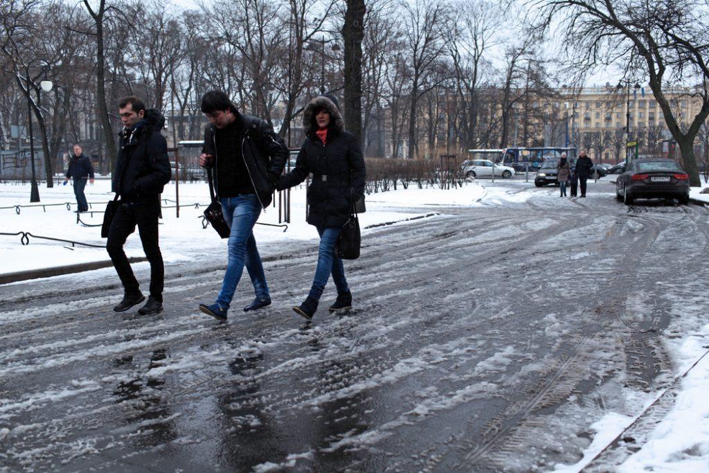 Петербуржцев предупредили о гололедице