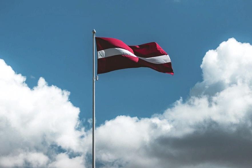 Латвия назвала имя выдворенного из России дипломата