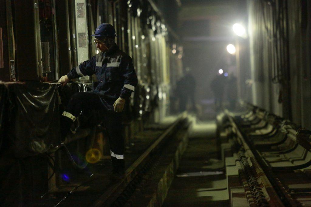 Рельсовые пути и вентиляция: какие замечания Ростехнадзора остановили проходку метро на юго-западе Петербурга