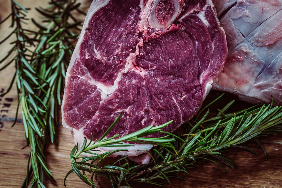Врач рассказала, кто живет дольше: мясоеды или вегетарианцы
