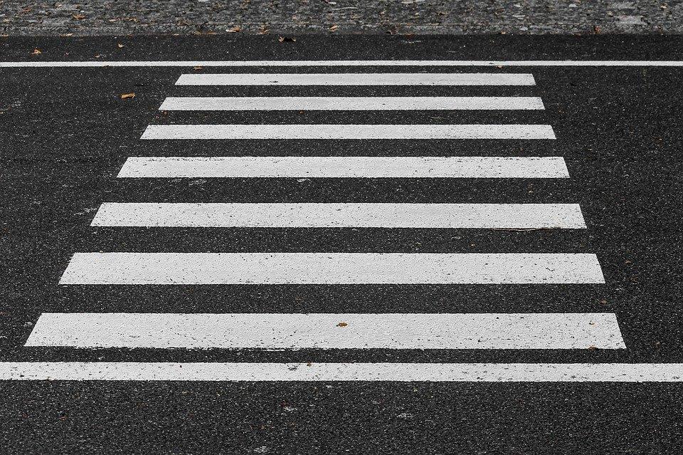 На Большой Пушкарской женщина попала под машину, переходя дорогу на «зеленый»