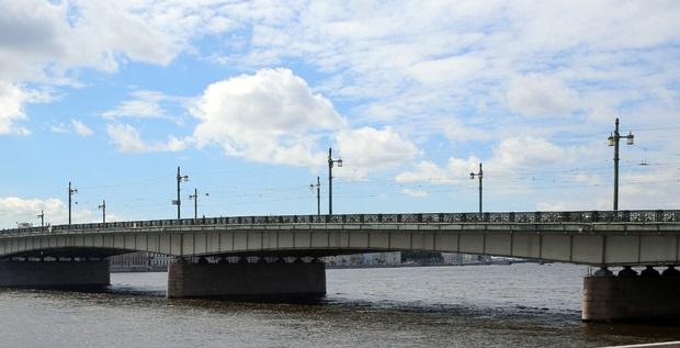 Анонимы «заминировали» мосты Петербурга