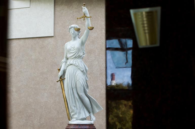 В Петербурге мужчину приговорили к колонии за кражу имущества из Volkswagen Tiguan