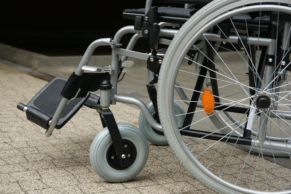 Путин подписал указ об обслуживании детей-инвалидов без очереди