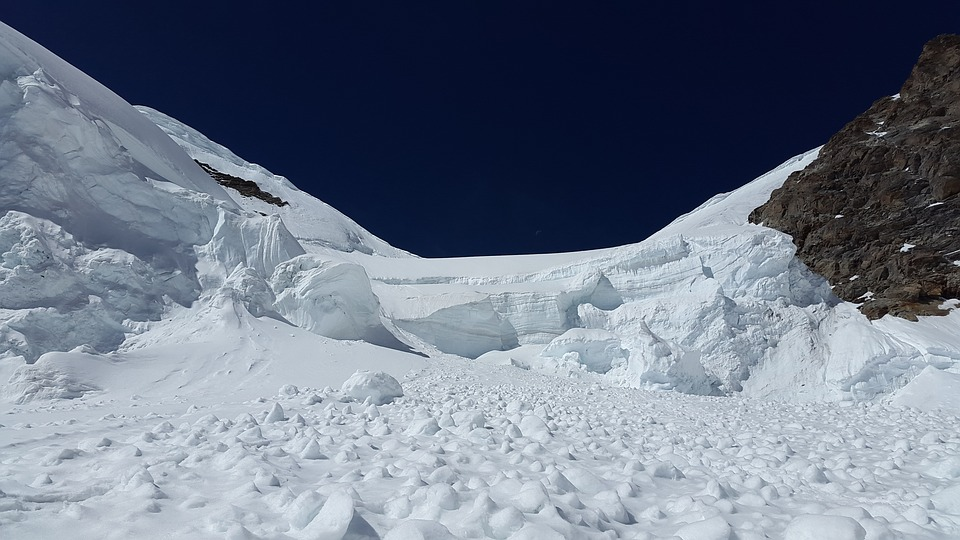 На Камчатке сошла лавина, один человек погиб