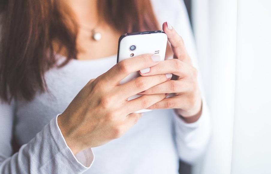 Мать заявила в полицию, что ее 11-летняя дочь вела интимную переписку в WhatsApp