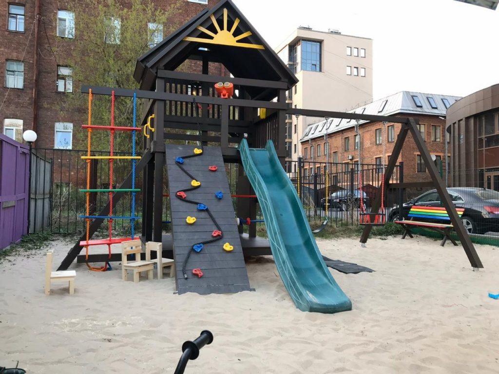На Васильевском хотят снести построенную жильцами детскую площадку