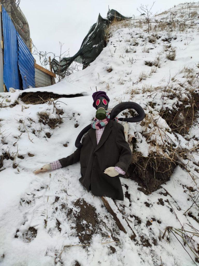 В Невском районе Петербурга установили пугало и назвали его Евкарпием