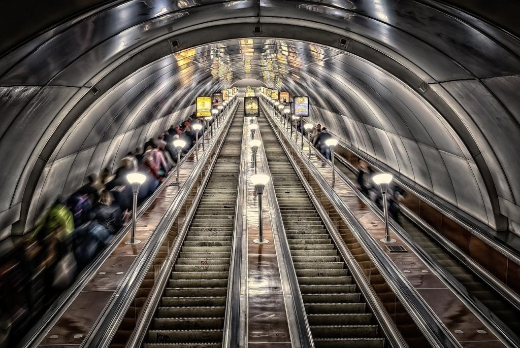 Пассажиропоток в петербургском метро снизился на 25% из-за вируса Сovid-2019